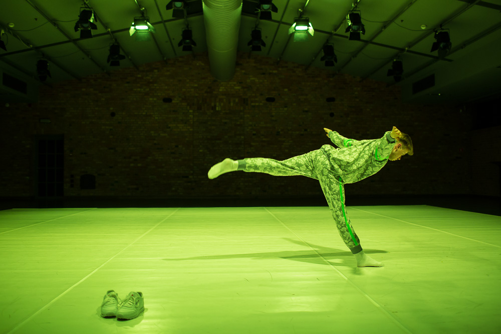 TOTAL, choreography and performance by Paweł Sakowicz, premiere: 12.12.2015, produced by Art Stations Foundation by Grażyna Kulczyk. Photographer: Art Stations Foundation/Jakub Wittchen.