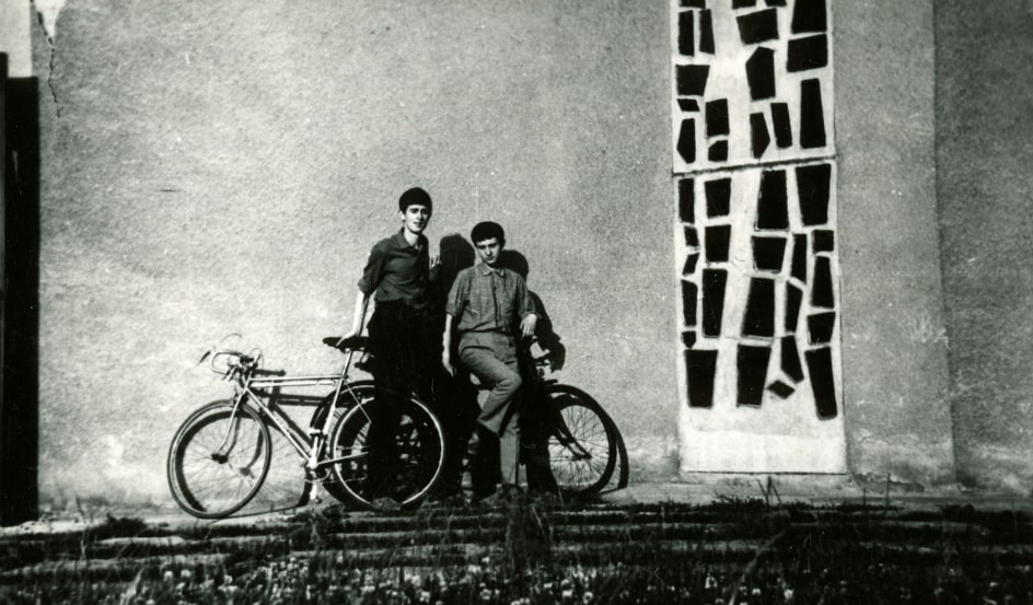 Krystian Lupa (left) and Zbysław Maciejewski (right) near Jastrzębie-Zdrój, 1965. Photographer unknown. Source: Krystian Lupa's private collection
