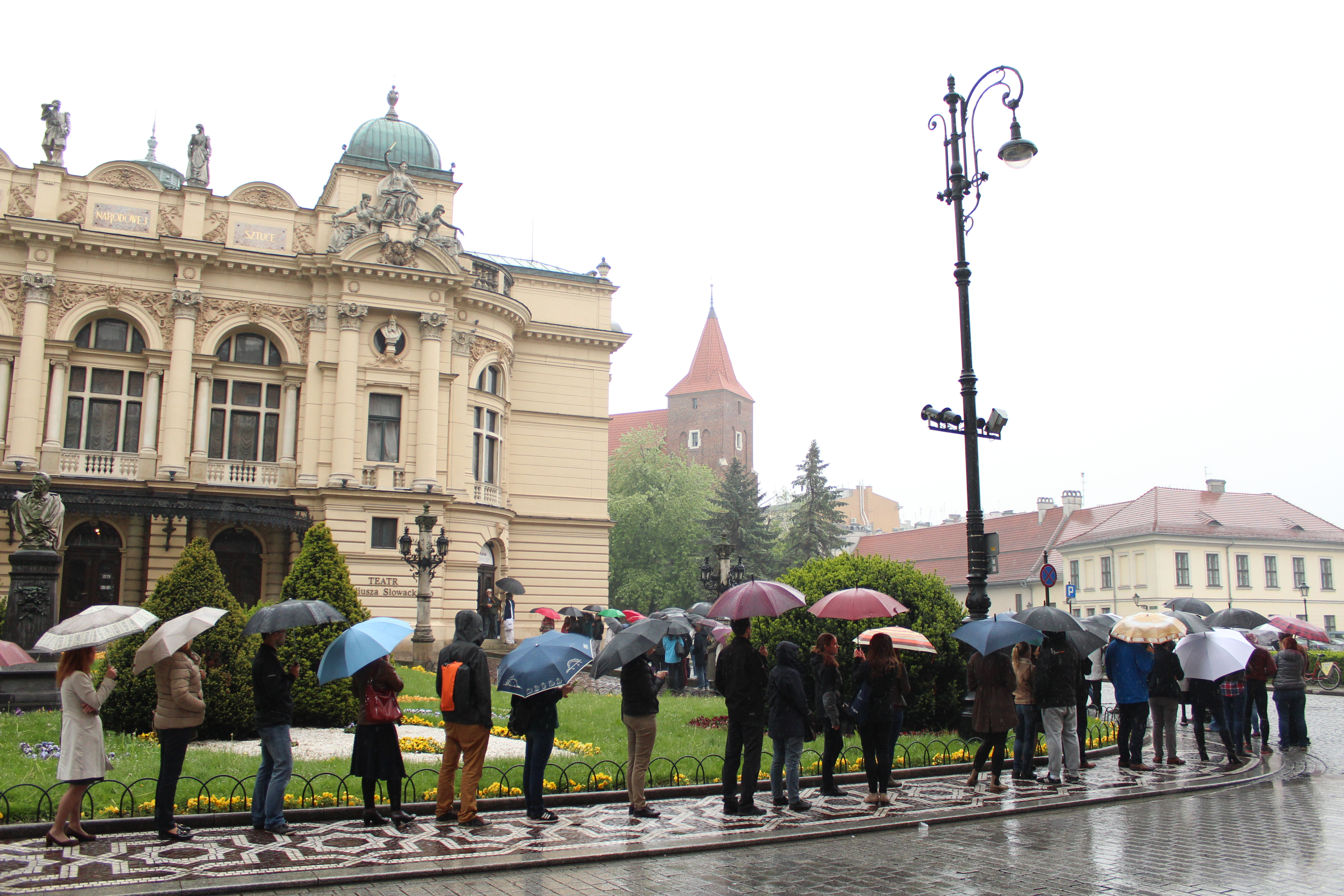 Queuing for cheap tickets during the '100 Eurocents Ticket' [Bilet za 250 groszy] event. Zbigniew Raszewski Theatre Institute records.